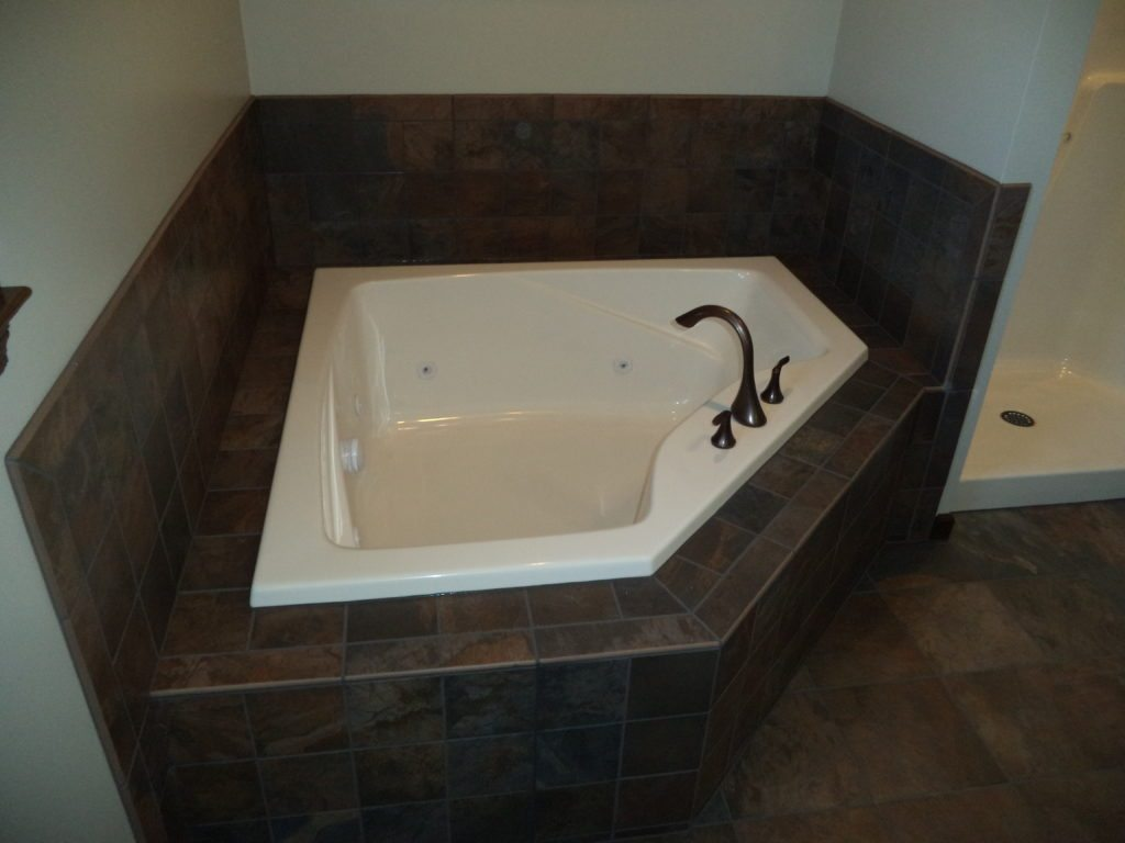 Slate Run Reverse Floor Plan Master Bath Corner Soaking Tub